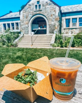 Finally made it to @somethinsbrewinbookcafe to enjoy a nice, relaxing lunch outside at their picnic tables! The weather was beautiful and the food was delicious. They are definitely an in-town favorite! • • • #socolivingma #bookstagram #cafe #lunch #foodie #avocadotoast #yummy #lunchbreak #southcoastma #massachusetts #lakeville #southcoast #localbusiness #supportlocal #supportsmallbusiness #coffeshop #mysocoliving #lovesocoliving